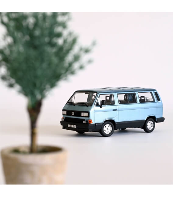 VW Multivan 1990 - Light blue metallic