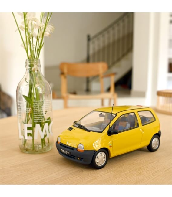 Renault Twingo 1996 - Lemon Yellow & United deco