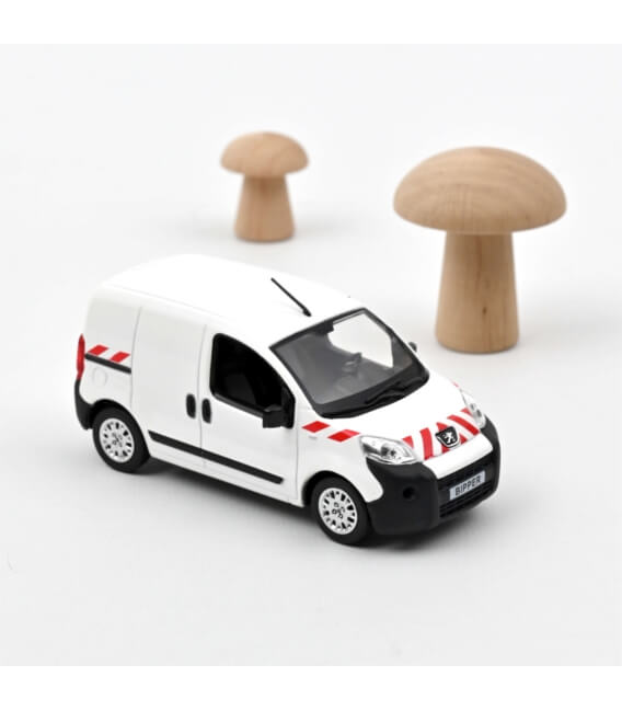 Peugeot Bipper 2009 - White with red stripping